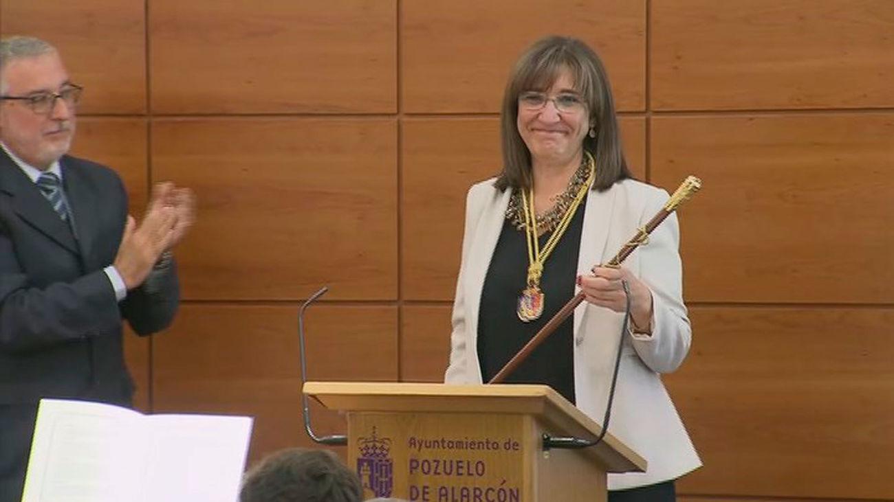 Susana Pérez, con el bastón de mando de Pozuelo