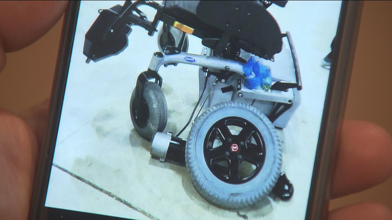 Rubén reclama que le reparen la silla de ruedas que se dañó en un vuelo