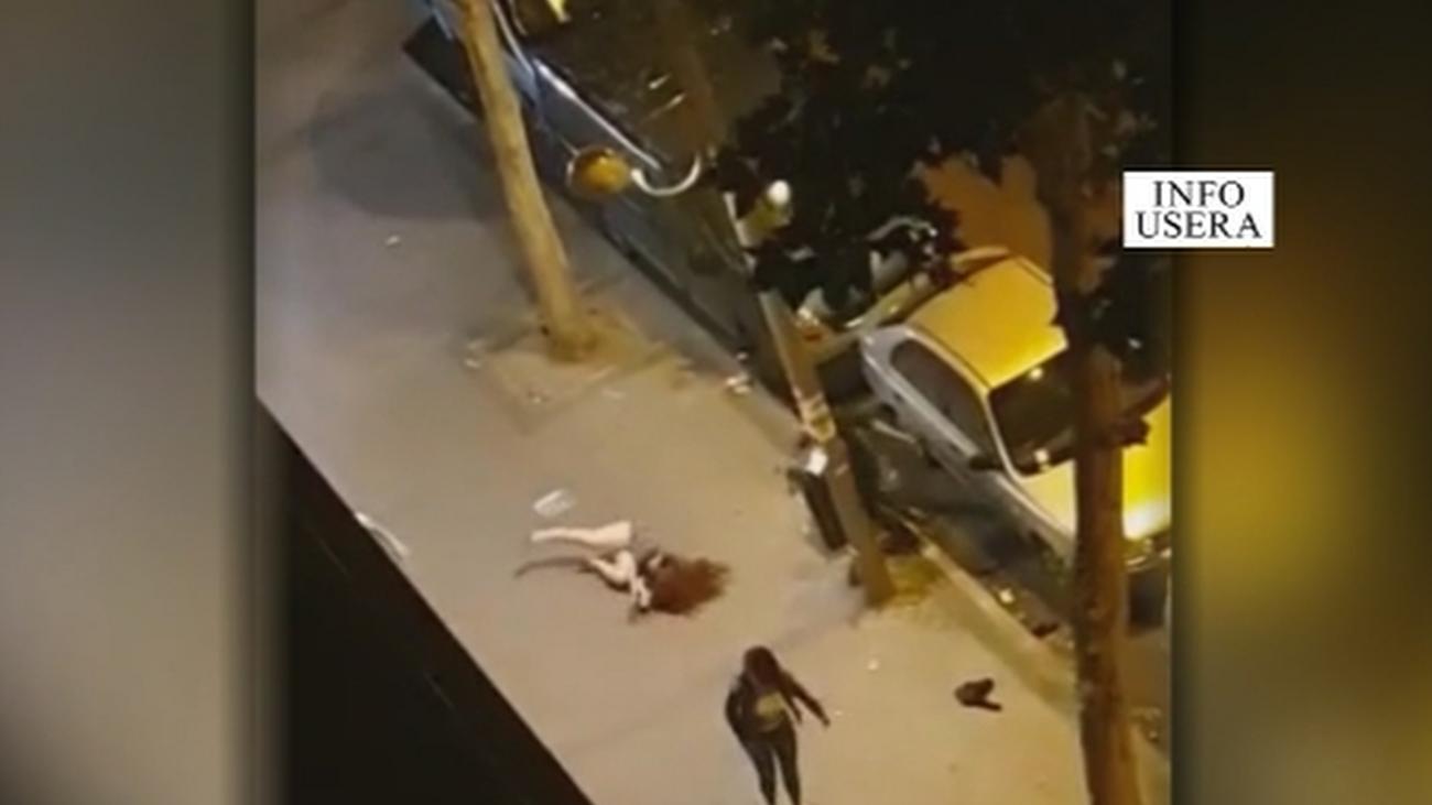 Una mujer sale 'volando' durante una pelea en Usera