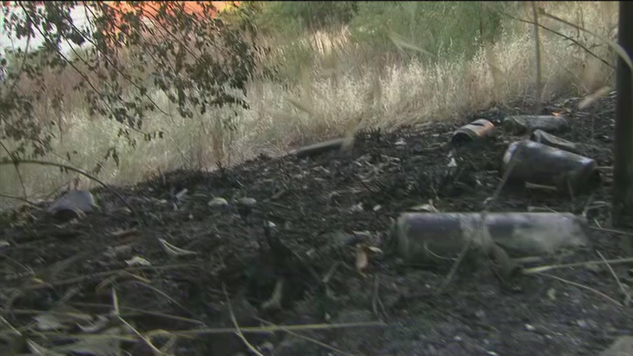 Encuentran un cadáver carbonizado tras el incendio de una chabola en Vicálvaro