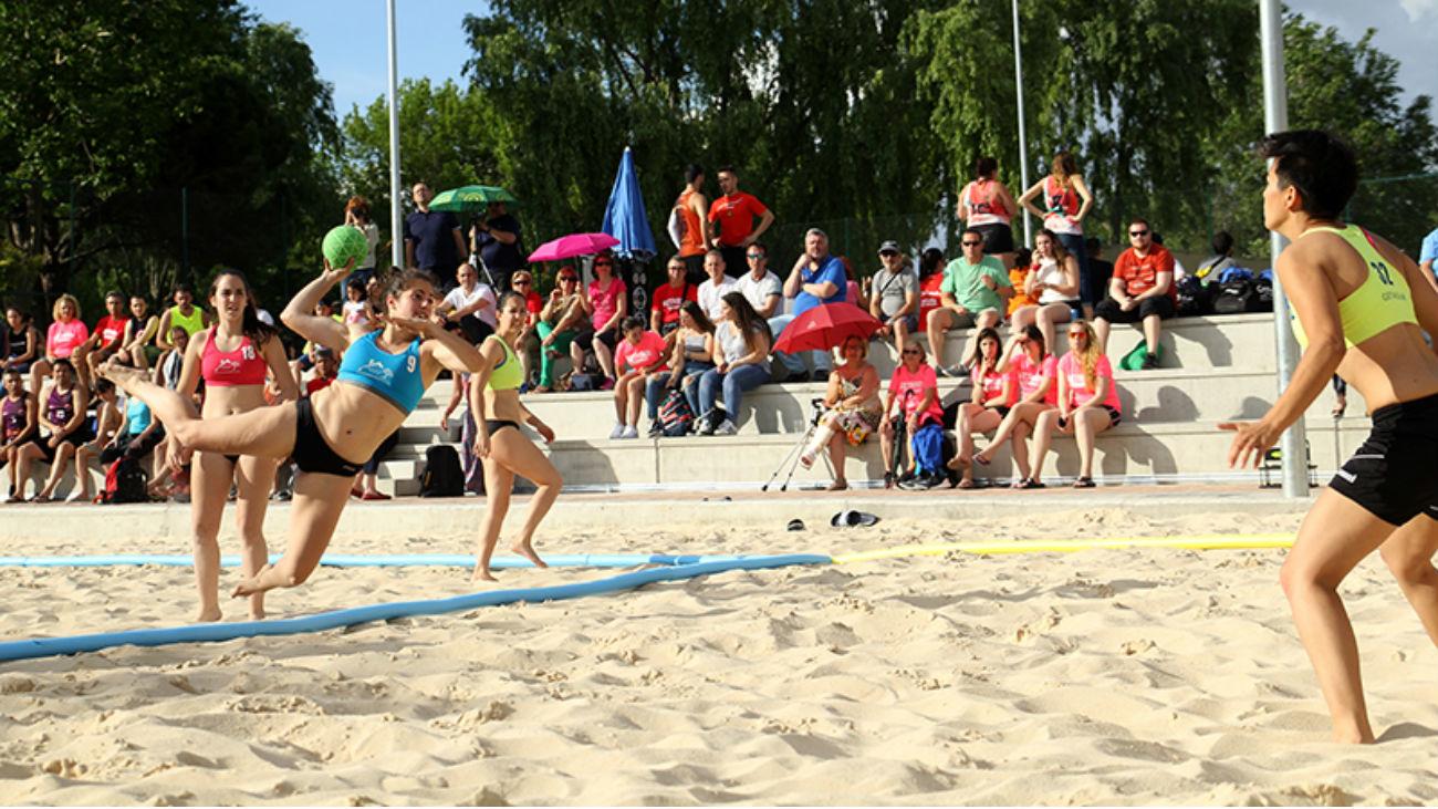 Las fases finales senior de balonmano playa, en La Otra