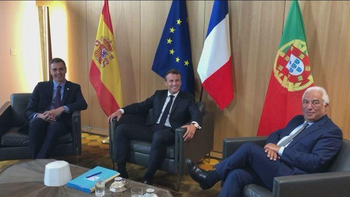 Sánchez  se reúne con Macron y Costa antes de la cumbre de la UE
