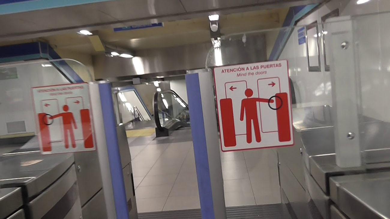 Adiós a los tornos abiertos en el metro de Madrid