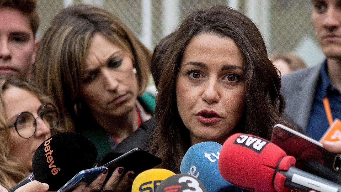 """Arrimadas rechaza abstenerse tras """"los 100 pactos de la infamia"""" del PSOE"""