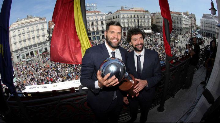 Baño de masas de los reyes de baloncesto en Madrid