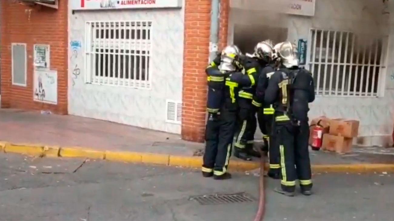 Arde sin heridos una tienda de frutos secos en Mejorada del Campo
