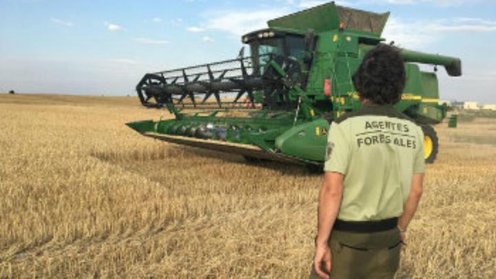 Madrid prohíbe el uso de cosechadoras y maquinaria en el campo por el elevado riesgo de incendios