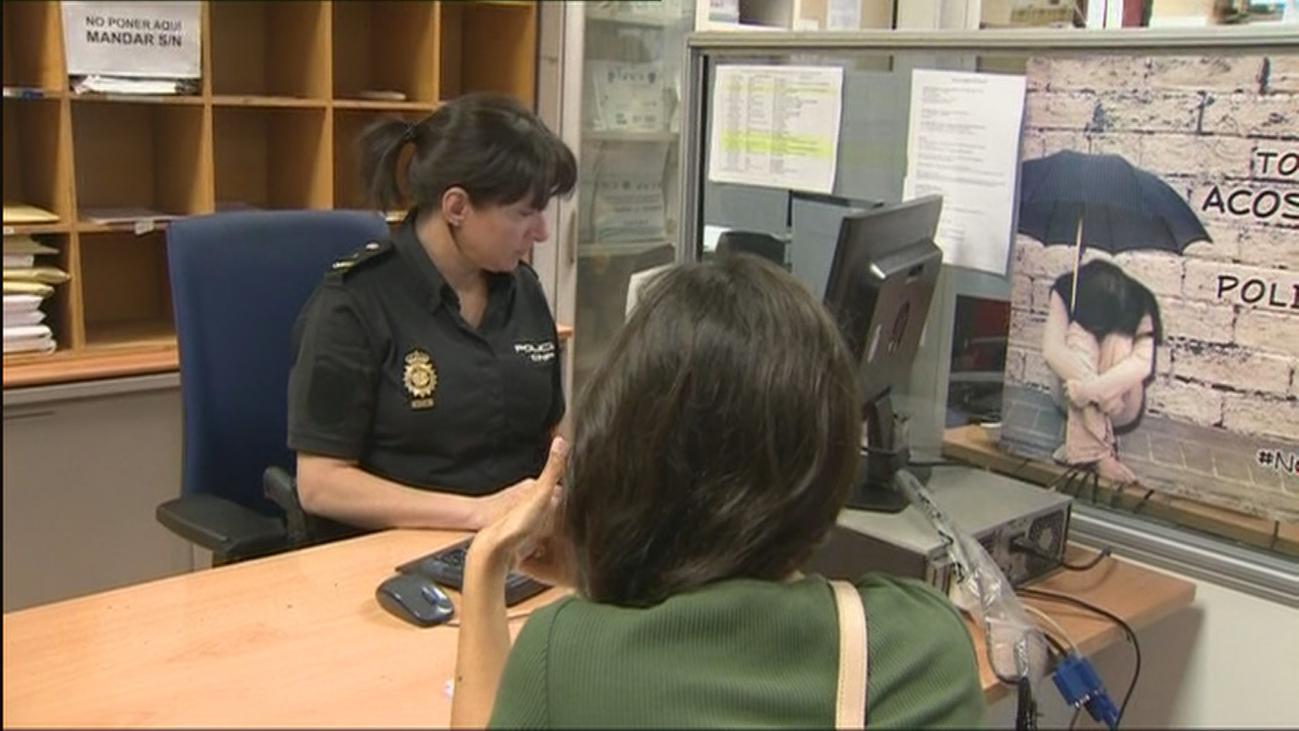 Una madre y su hija denuncian a la Policía que un sicario al que contrataron las estafó