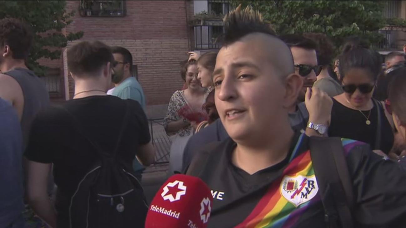 Vallecas muestra su 'orgullo' LGTBI