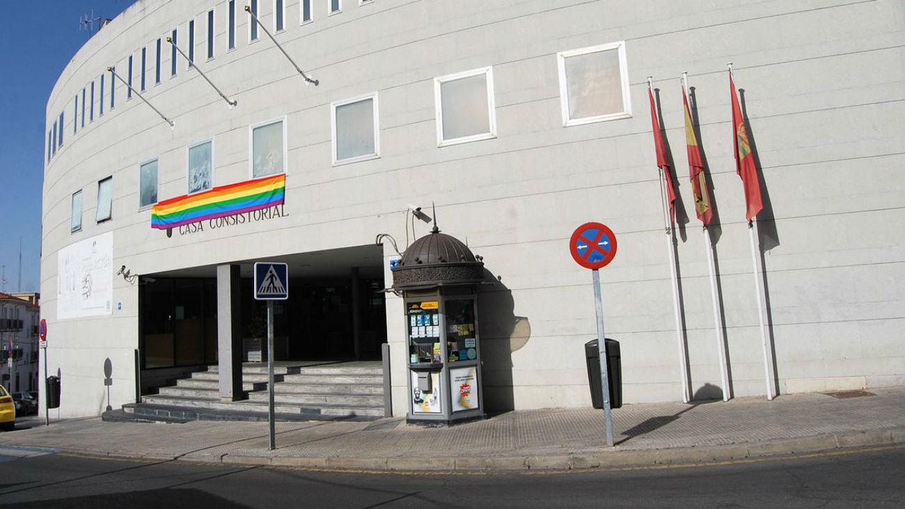 El Ayuntamiento de Parla luce una bandera arcoiris