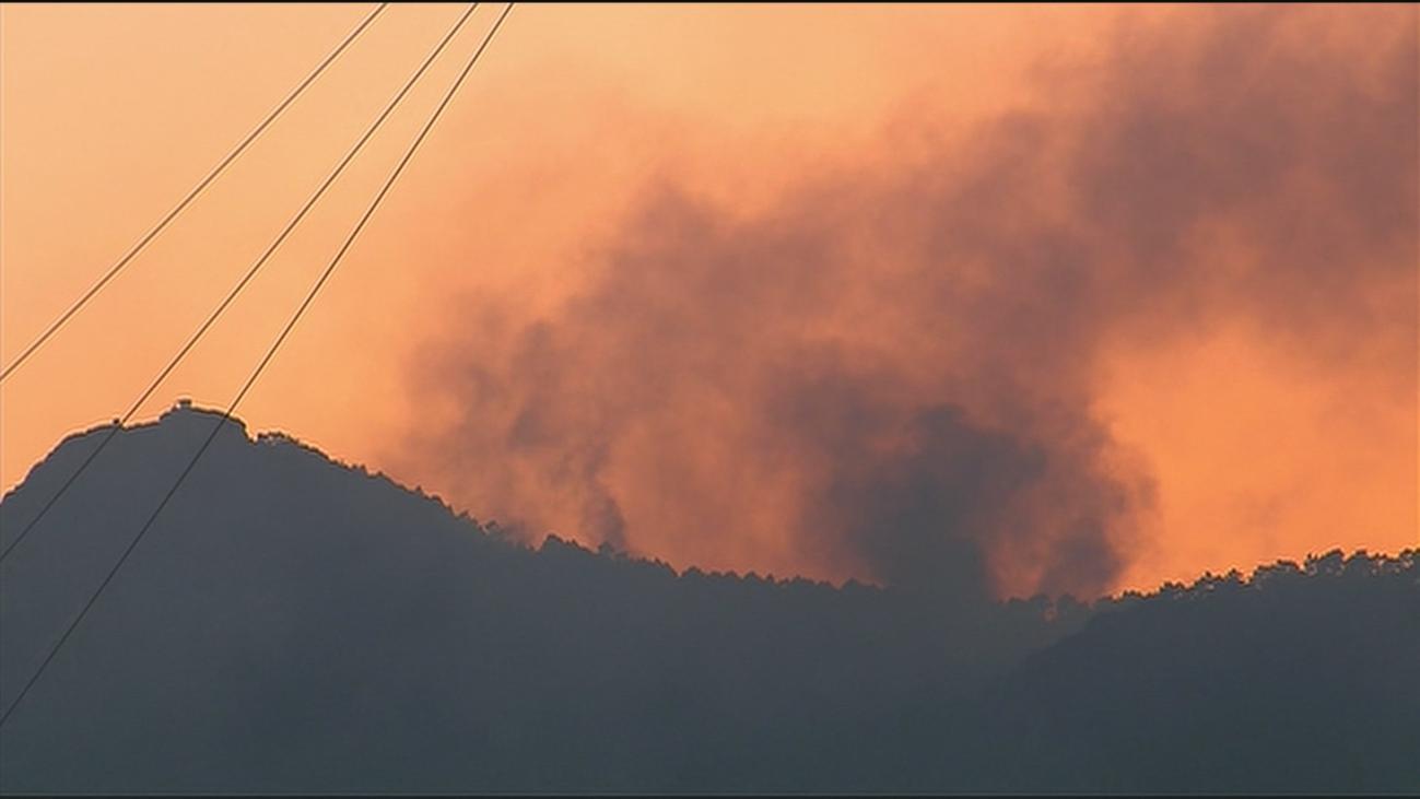 Perimetrado y contenido el fuego en la zona este, los mayores esfuerzos se concentran en Cenicientos