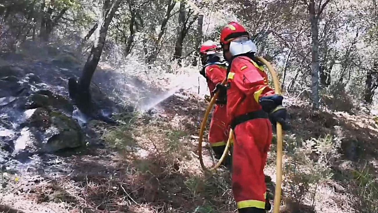 Hasta 500 personas siguen trabajando para apagar el incendio de Cadalso y Cenicientos
