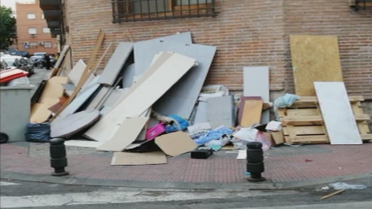 Preocupación por la acumulación de basura en las calles de Usera