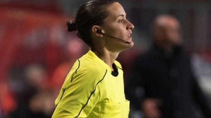 Guadalupe Porras, primera árbitra de fútbol masculino en primera