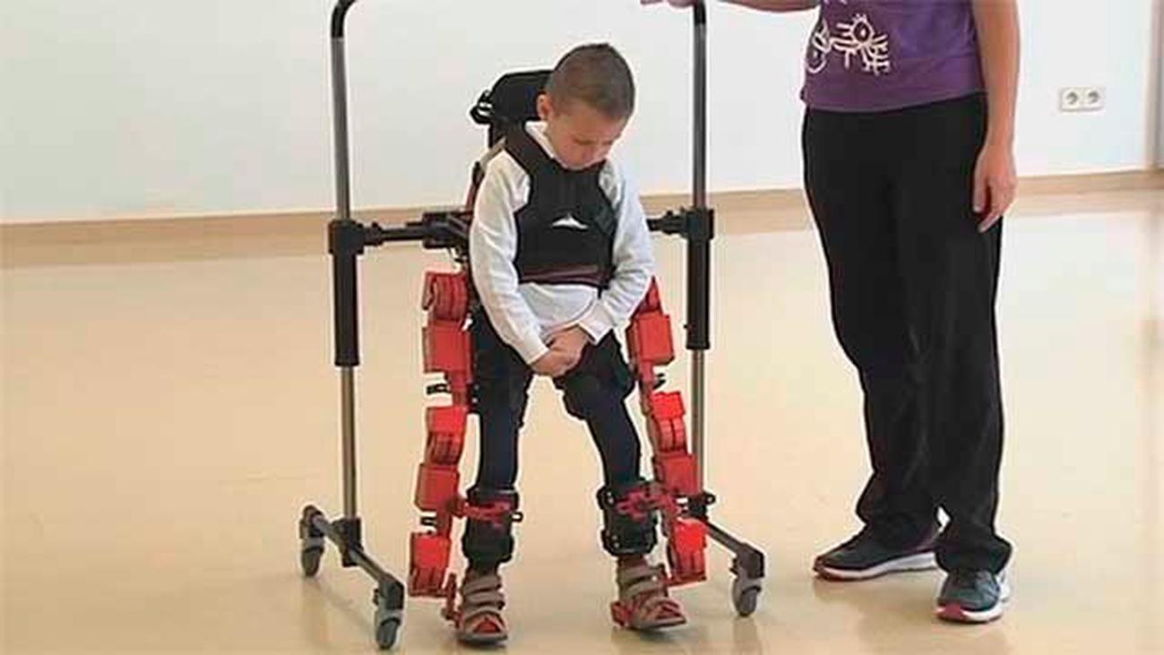 El Hospital Niño Jesús muestra un exoesqueleto que obedece las órdenes del cerebro