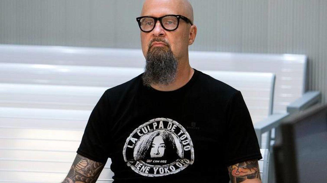El líder de la banda de rock Def con Dos, César Strawberry