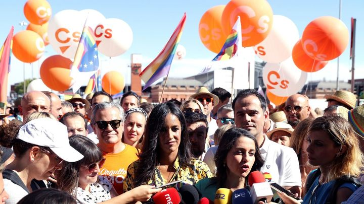 Ciudadanos abandona el Orgullo escoltados por la Policía tras dos horas de bloqueo