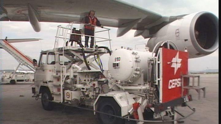 Huelga de los trabajadores de repostaje de aviones en Barajas