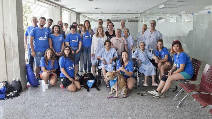 El Hospital Severo Ochoa de Leganés pone en marcha un proyecto de acompañamiento de pacientes con perros