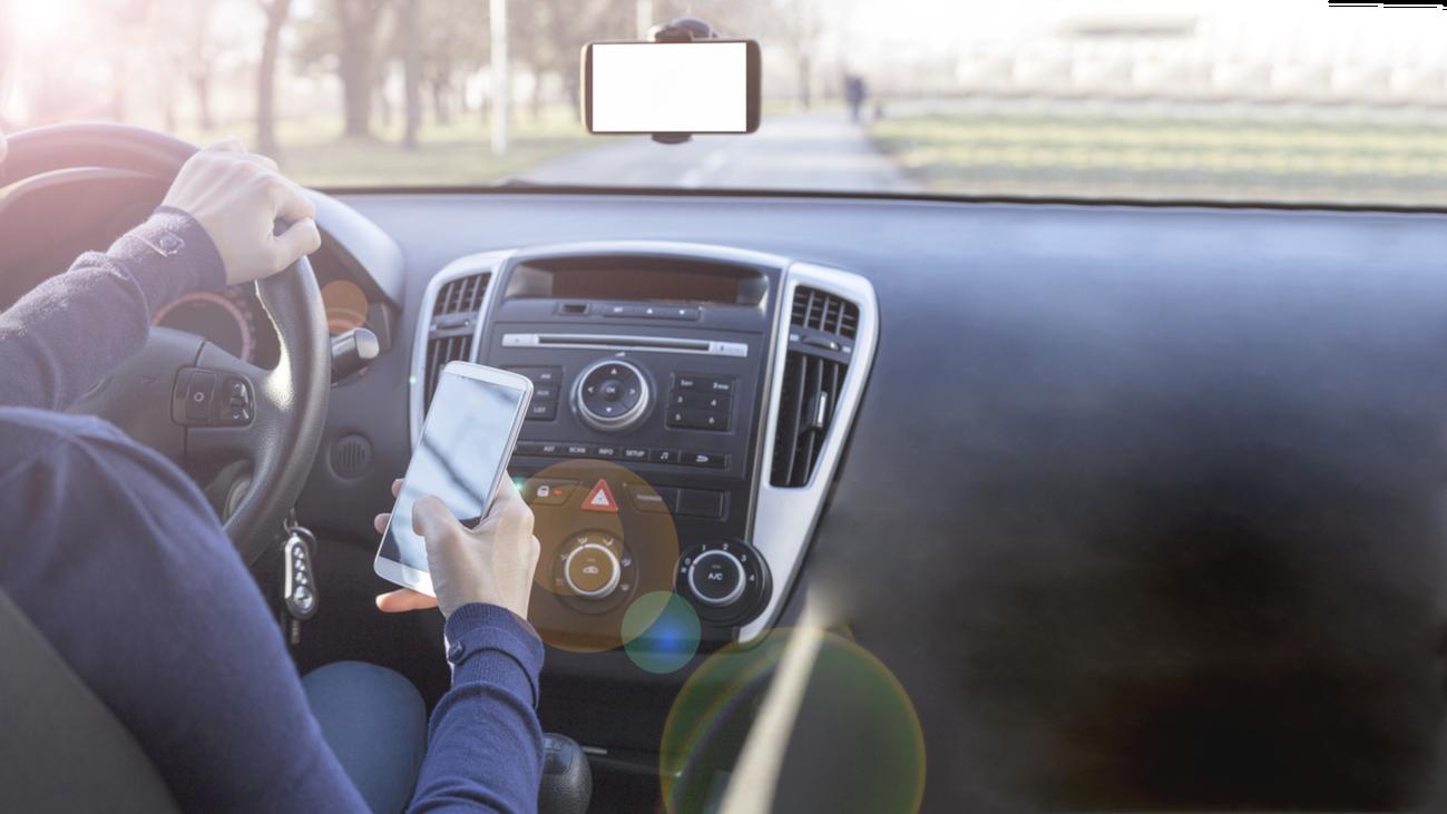 Chatear al volante, una imprudencia en alza que te puede costar caro