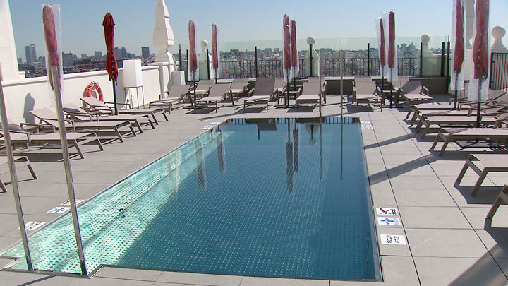 El nuevo hotel del Edificio España recupera su famosa piscina / Telemadrid