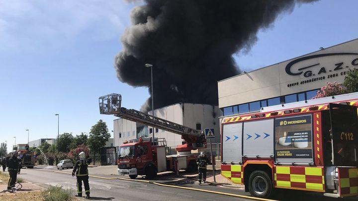 Extinguido el incendio de la fábrica de La Cantueña en Fuenlabrada