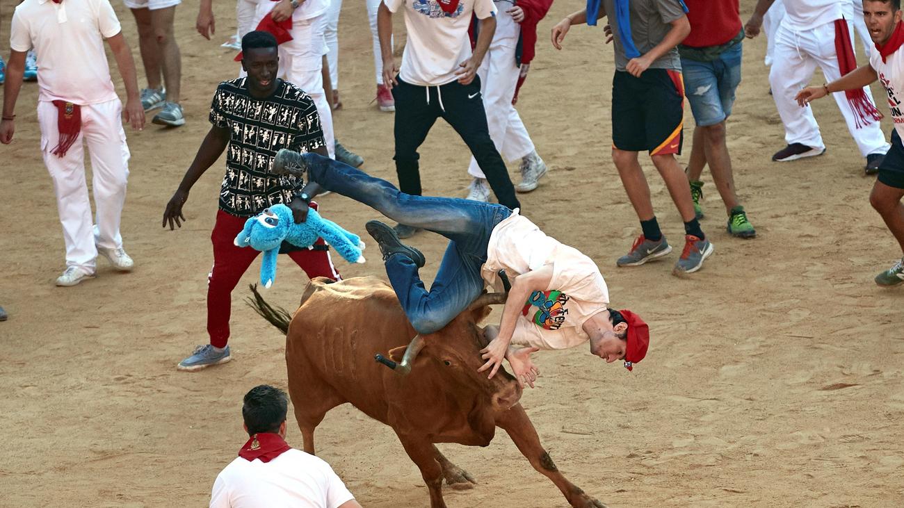 Un herido por asta y cinco contusionados en el quinto encierro de San Fermín