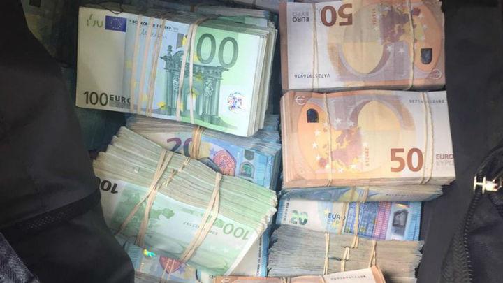 Pillado con 370.000 euros en el maletero en un control de alcoholemia
