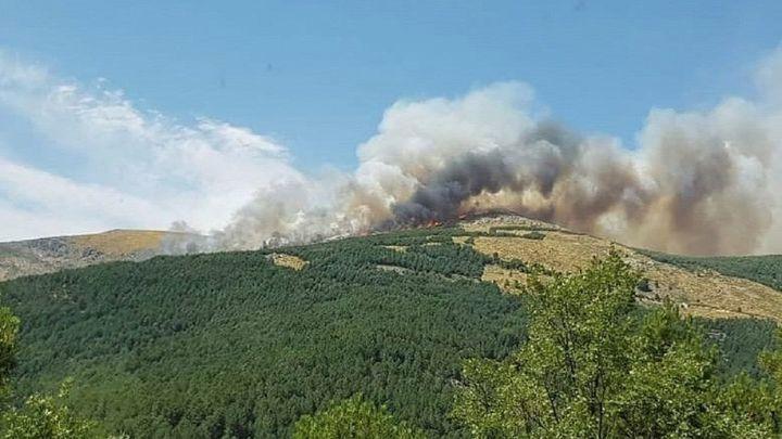 Sin control el incendio forestal de Sotillo de la Adrada (Ávila)