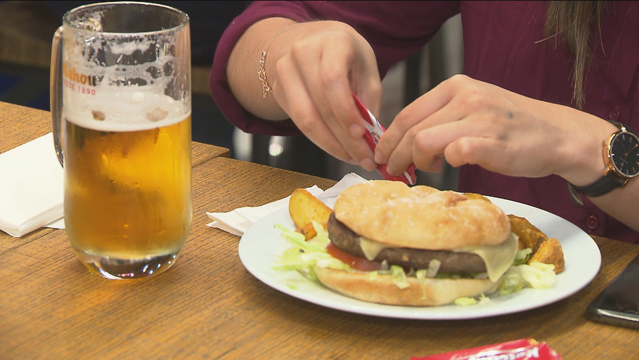 Se disparan los precios de la comida en los aeropuertos españoles