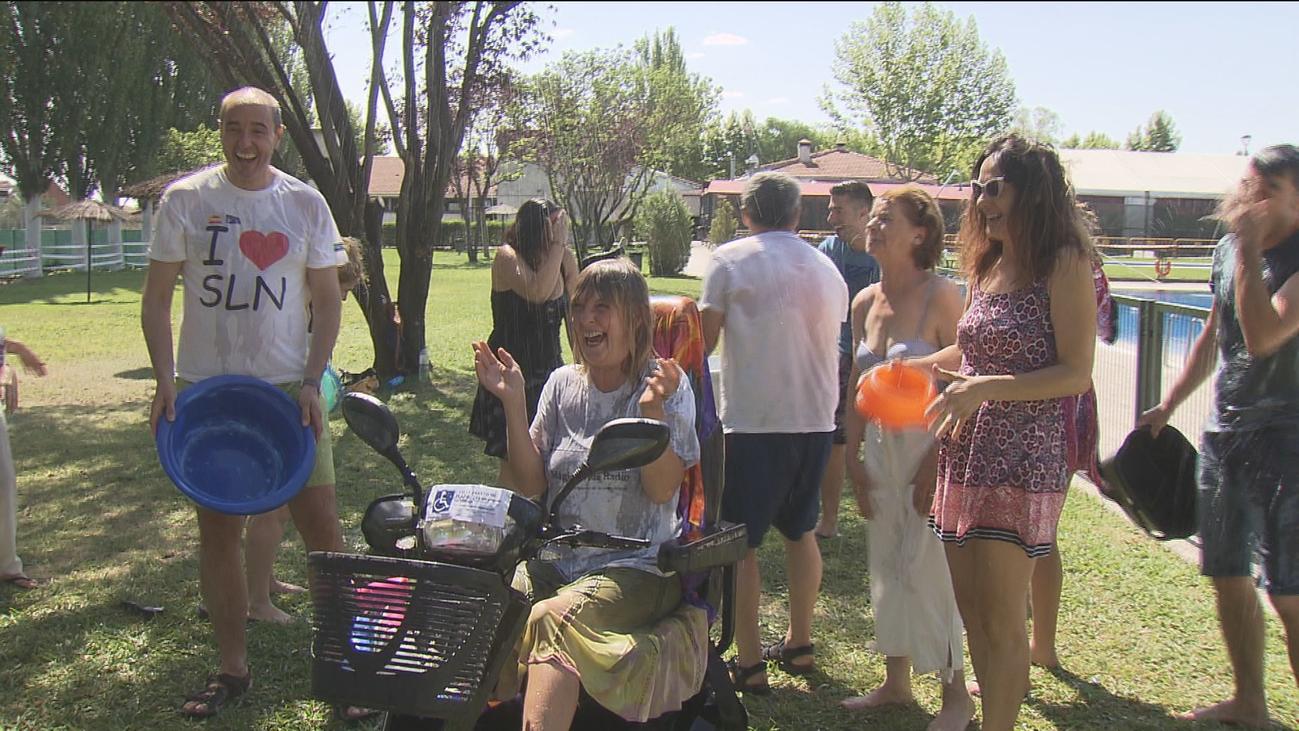 Las piscinas de Madrid se llenan de solidaridad para luchar contra la esclerosis múltiple