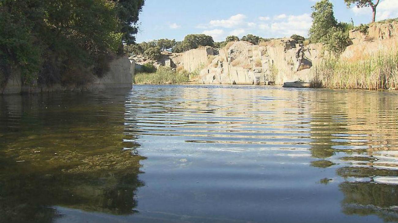 El Ayuntamiento de Alpedrete prohibe bañarse en las canteras