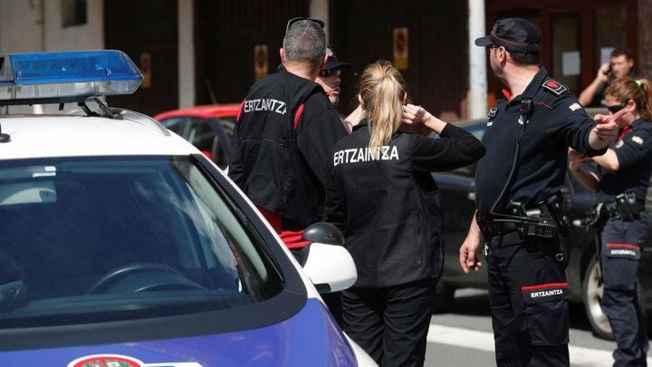 Detenido en Bilbao tras agredir a su pareja y atrincherarse con un bebé