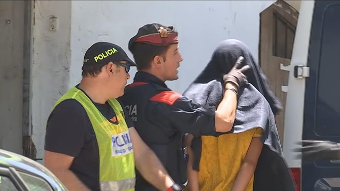Los Mossos recaban pruebas en el piso de Manresa donde presuntamente violaron a una menor