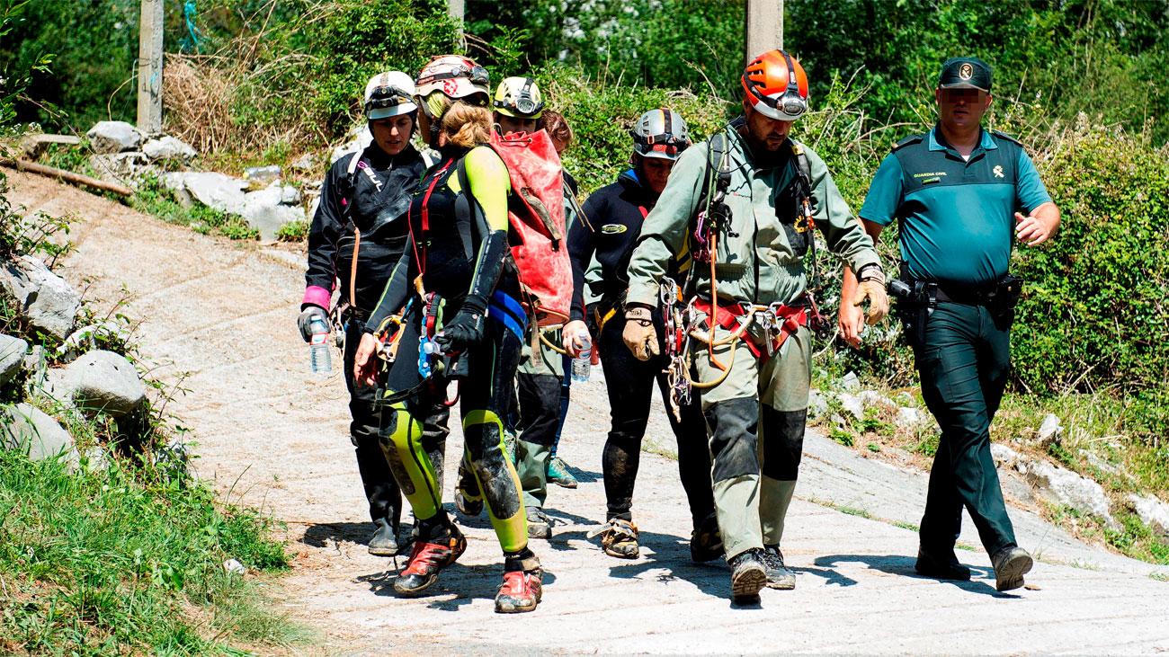 Rescatadas en buen estado las tres espeleólogas de Coventosa