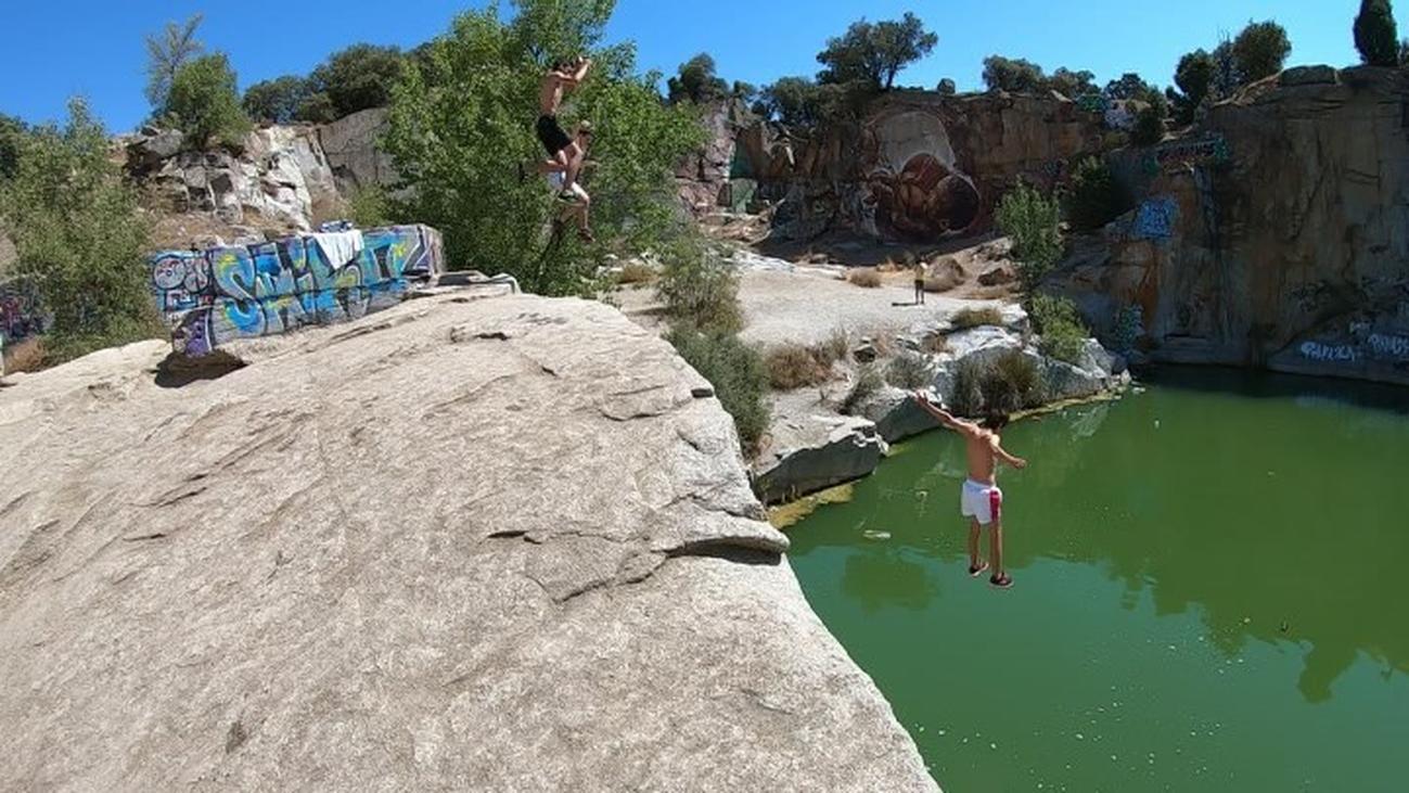 Menores de Alpedrete se juegan la vida bañándose en las canteras