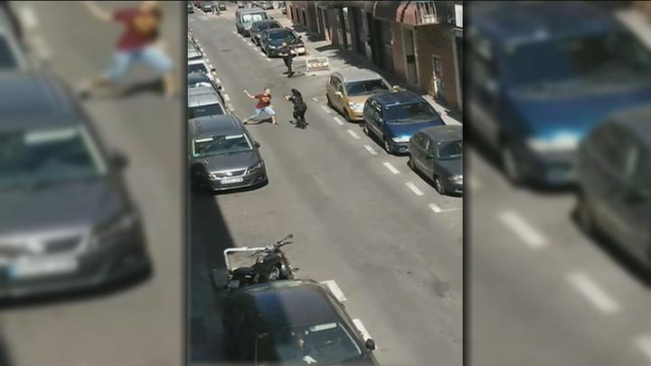 Un hombre ataca con un cuchillo a varios policías en Carabanchel
