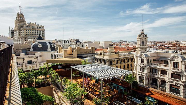 ÁTICO 11: Esta ubicado en las alturas del Hotel Iberostars Las Letras, es un oasis céntrico en pleno barrio de Las Letras donde disfrutar de un bonito atardecer con los tuyos rodeado de un ambiente cálido.