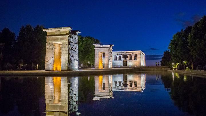 El Templo de Debod también puede ser una execelente opción para buscar las lágrimas de San Lorenzo. Y muy céntrico. Se encuentra próximo a la Plaza de España.