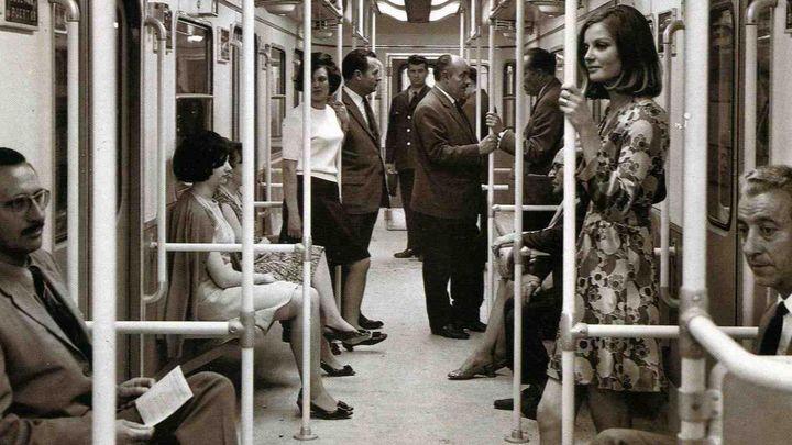 Viajeros durante los primeros años de Metro