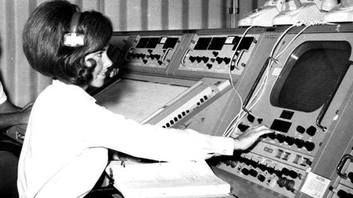 Judy Sullivan fue la ingeniera principal del sistema biomédico del Apollo 11. Durante la cuenta atrás, supervisó los datos biomédicos de los astronautas. Ella era la única mujer en la habitación.
