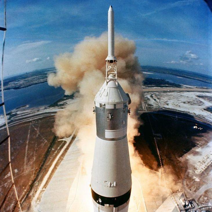 Fue un momento sobrecogedor. La cuenta atrás había comenzado. La nave Apolo 11 estaba a punto de despegar.