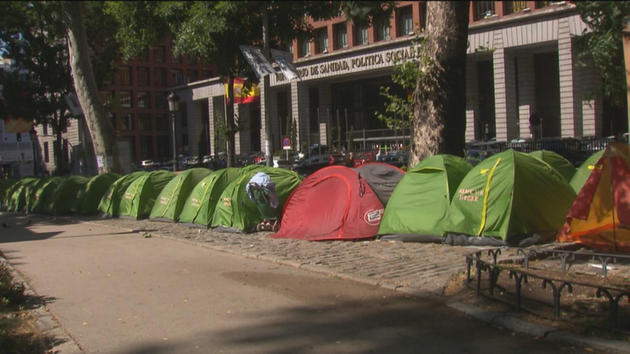Crece la acampada de los 'sin techo' en Paseo del Prado