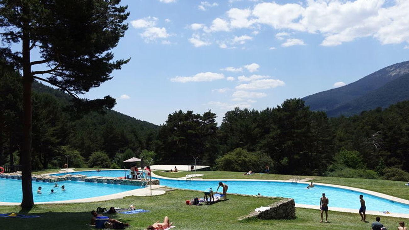 Las piscinas naturales de Las Berceas, en Cercedilla, son muy populares y valoradas. Un lugar de ensueño, con unas vistas maravillosas y muy cerca de la ciudad. Fantástico para una excursión y un aforo con más de 3.500 personas.