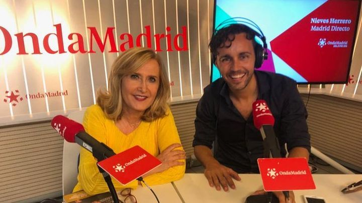 """Anxo Pérez presenta su libro """"88 peldaños de la gente feliz"""""""