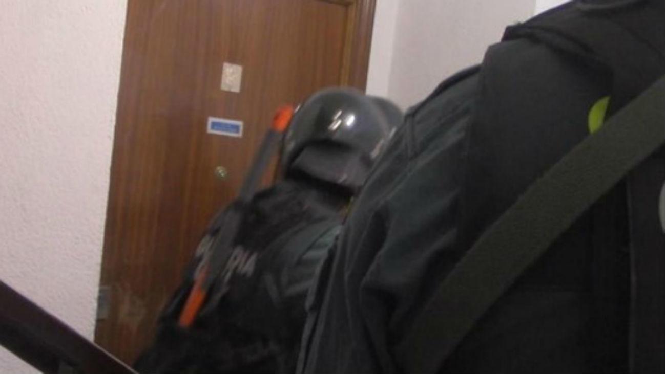 Tres detenidos por robar a punta de pistola 107.000 euros en un banco de  Villarejo de Salvanés