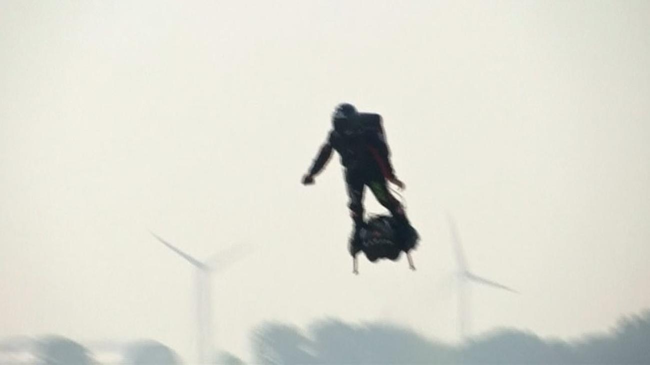 El reto del hombre volador de atravesar el Canal de la Mancha