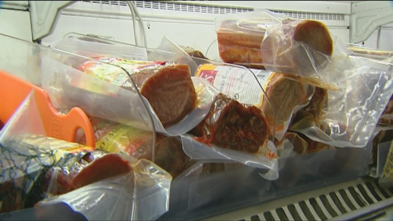 La OCU denuncia que la tinta de los envases alimentarios puede contaminar la comida