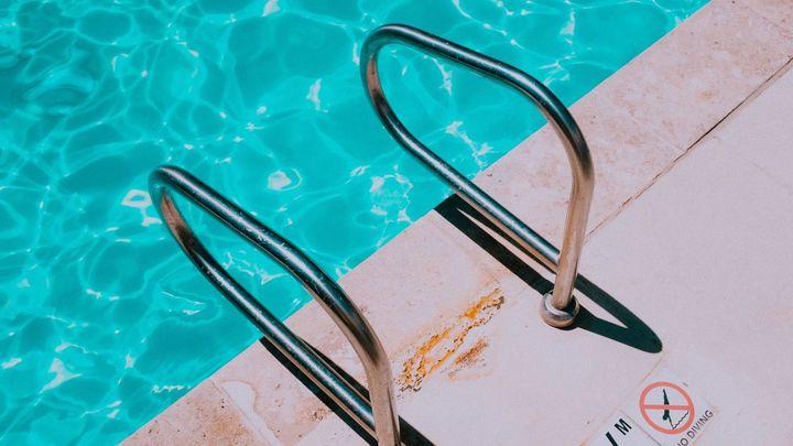 Muchas piscinas de comunidades de vecinos ven peligrar su verano por no cumplir los requisitos de apertura