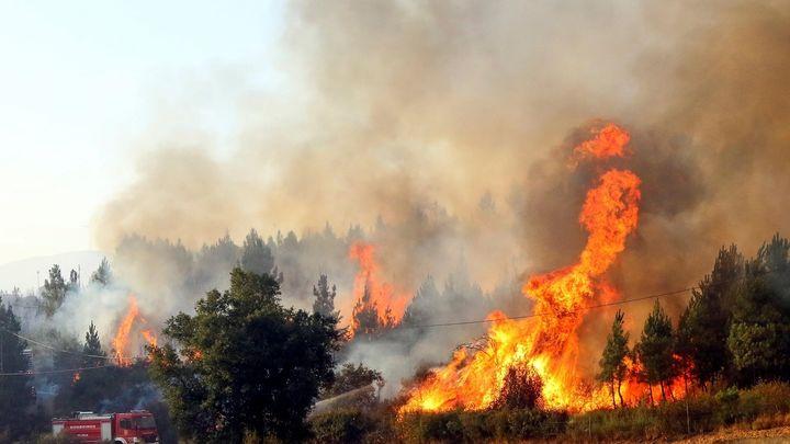 Bomberos de Madrid recomiendan no escalar en la zona del incendio de Cadalso